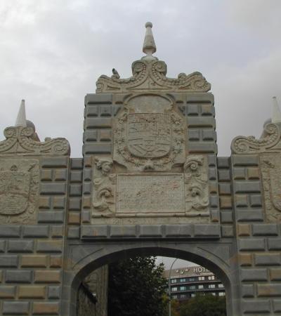 Actuaciones en elementos singulares: Reconstrucción del antiguo Portal de la Taconera, en Pamplona